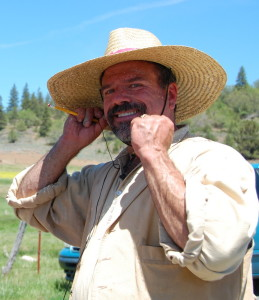 Plein Air Workshop Artist Stefan Baumann demonstrates how to protect yourself from the sun by wearing a big hat.
